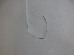 【緊急事態】部屋の壁に穴があいた!気になる費用は?