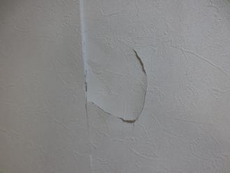 隣の壁に穴