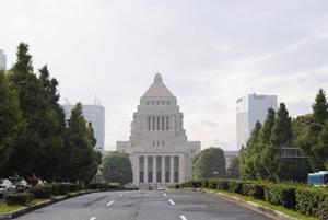 日本の借金はいくら?1000兆円を超えた原因と今後考えられる危険性