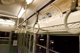 電車のつり革広告