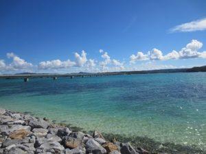 沖縄旅行を格安で楽しむには?お得なツアーパックとLCCを攻略せよ!