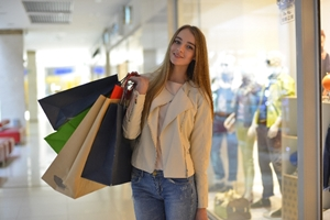 お金を貯めるには出費・消費行動を減らせ!女友達との買い物に注意?
