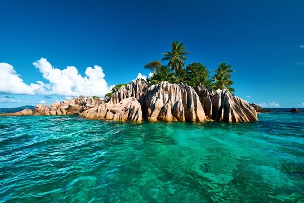 日本の無人島の購入費用はいくら?生活に必要な設備や税金は?