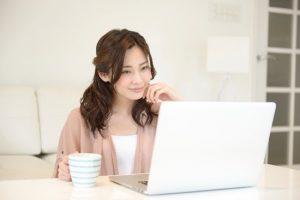 忙しい専業主婦でもできる副業とは?自宅でネットで稼ぐ方法4選!