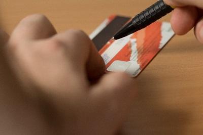 クレジットカードの裏にサイン