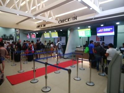 カティクラン空港は混雑