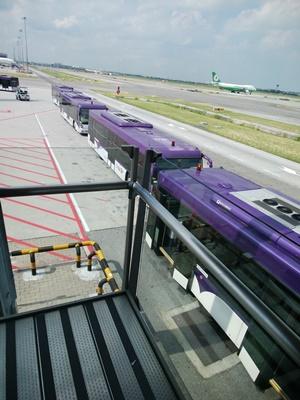 バンコク空港でバス移動