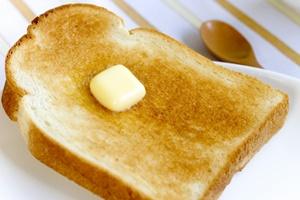 トースターで焼いたパン