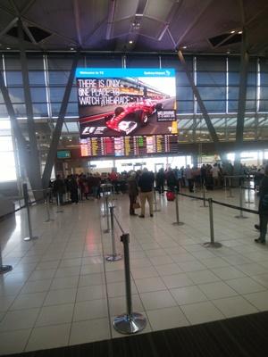 シドニー空港国内線へ到着