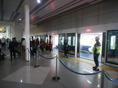 ジャカルタ空港ターミナル3から2への移動はスカイトレインが便利