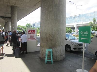 マニラ空港ターミナル3からの移動はGrabタクシー乗り場が便利!