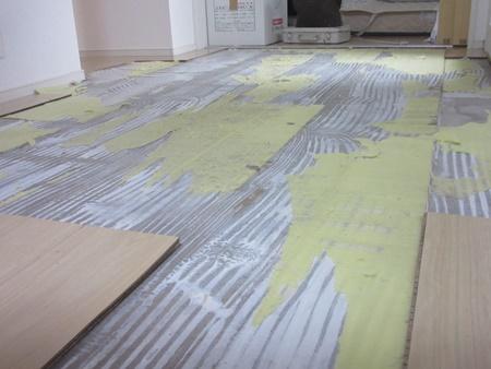 浸水した床の貼り替え