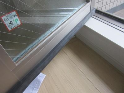 雨漏り扉の補強